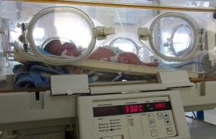 صور من وحدة العناية بالمواليد