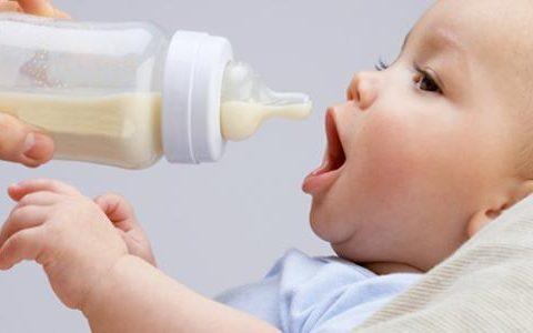 فوائد الرضاعة: الطبيعية أمام الصناعية!